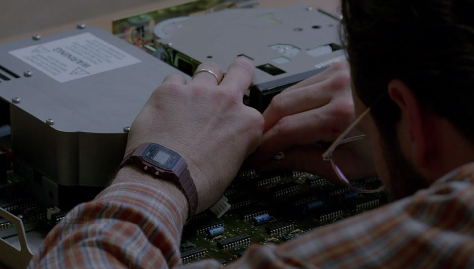 [Casio on TV] Scoot McNairy is wearing Casio F-91W