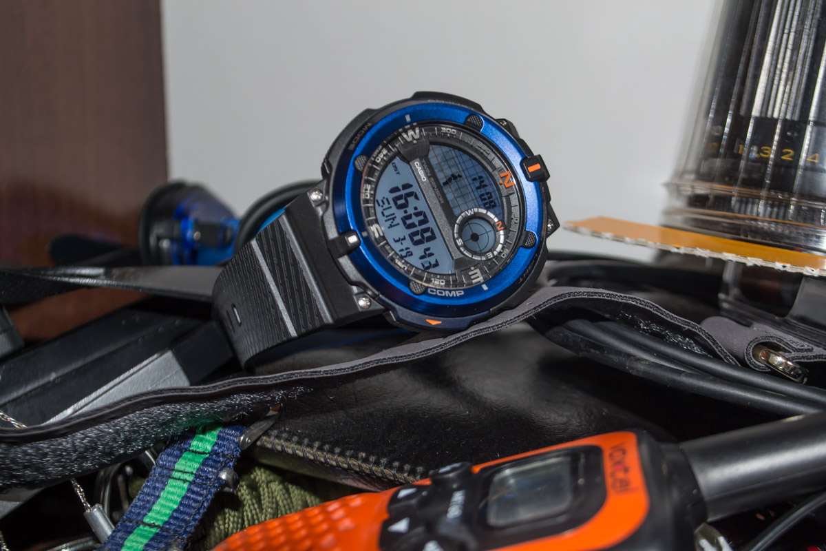 [Live Photos] Casio SGW-600H-2A — three time zones and compass with thermometer