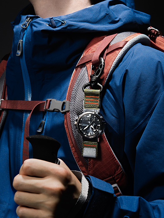 [Live Photos] ProTrek PRW-60YAE-1A with a carabiner for climbers