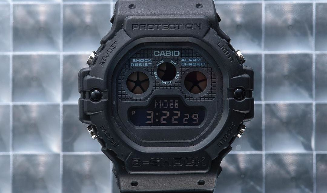 [Live Photos] G-Shock DW-5900BB-1 with three-eye display